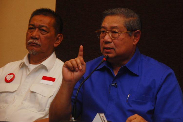 Ketua Umum Partai Demokrat Susilo Bambang Yudhoyono saat memberikan keterangan pers kampanye akbar pasangan Deddy Mizwar-Dedi Mulyadi, di Hotel Santika, Bogor, Jawa Barat, Sabtu (23/6/2018).