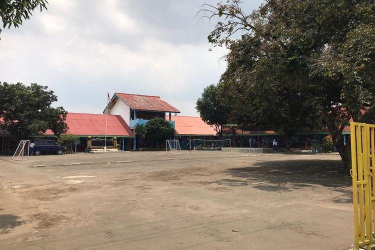 Suasana SD Yaspen Karakter Bangsa, Depok, Jawa Barat, Selasa (3/3/2020) berjalan seperti biasa pasca-diumumkan dua warga Depok terjangkit virus corona. Siswa-siswa terlihat antusias melaksanakan kegiatan belajar mengajar.