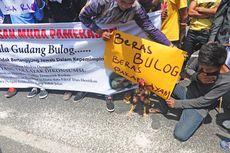 Demo Raskin, Mahasiswa Tabur Beras di Gudang Bulog