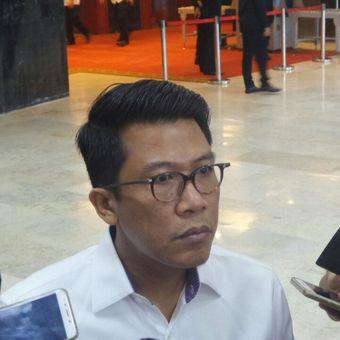 Anggota Pansus Hak Angket KPK dari Fraksi Partai Golkar, Mukhamad Musbakhun di Kompleks Parlemen, Senayan, Jakarta, Senin (3/7/2017).