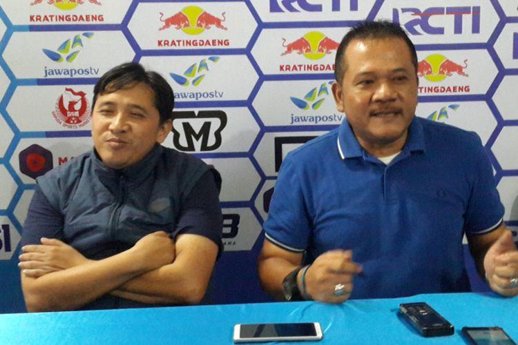 CEO Arema FC Agoes Soejanto saat diwawancara di Kantor Arema FC, Kota Malang, Kamis (21/2/2019)