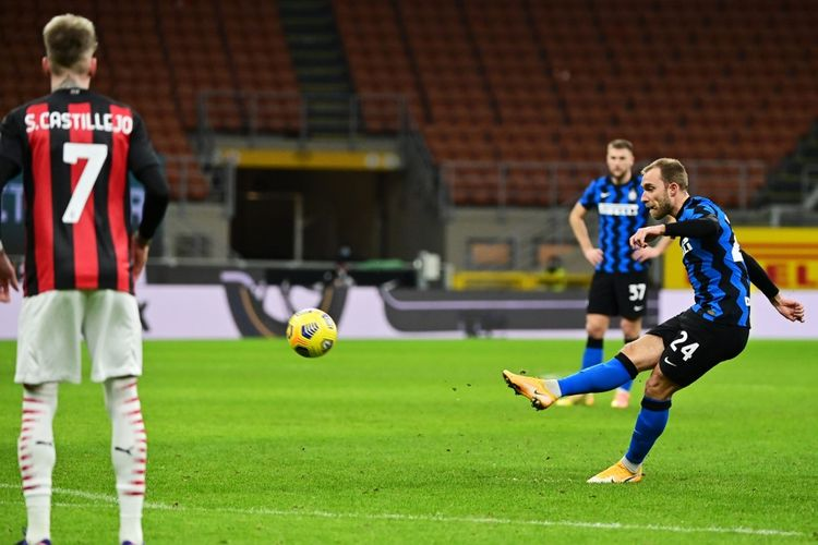 Sepakan bebas gelandang Inter Milan Christian Eriksen yang berujung gol ke gawang AC Milan pada laga perempat final Coppa Italia di Stadion Giuseppe Meazza, Selasa (26/1/2021) atau Rabu dini hari WIB.