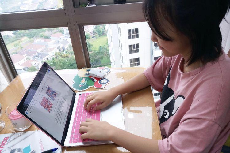 Jaeyi Kim, siswi kelas 7 Sinarmas World Academy (SWA) berbagi pendapat tentang belajar di rumah guna meredam perluasan wabah corona.