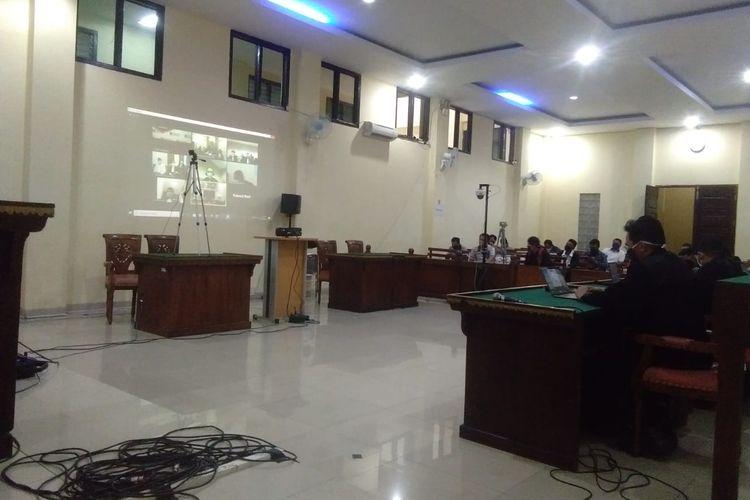 Suasana sidang dengan agenda vonis terhadap Bupati nonaktif Lampung Utara, Agung Ilmu Mangkunegara di Pengadilan Tipikor Tanjung Karang, Kamis (2/7/2020). Agung divonis selama 7 tahun penjara atas kasus suap.