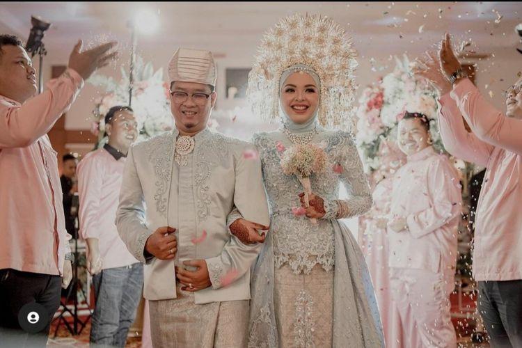 Ihsan Adhlan Hakim dan Putri Wahyuni merupakan pasangan suami istri penumpang pesawat Sriwijaya Air yang dinyatakan hilang kontak pada Sabtu (9/1/2021).