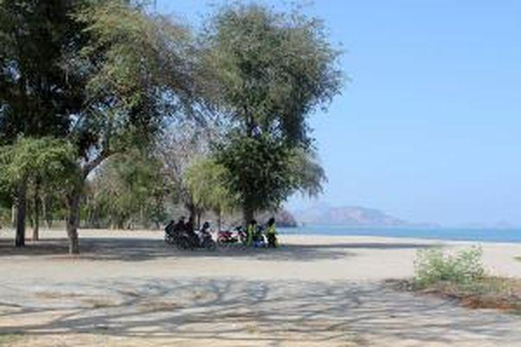 Pantai Pede di Labuan Bajo, Kabupaten Manggarai Barat, Flores, Nusa Tenggara Timur.