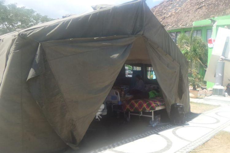 Tenda darurat untuk pelayanan kesehatan di Lombok.