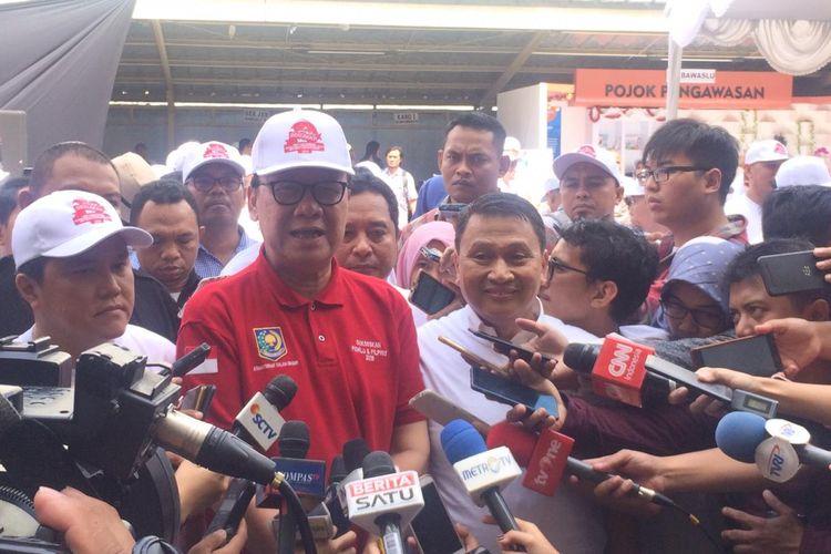 Mendagri, Ketua TKN Erick Thohir dan Wakil Ketua BPN Mardani Ali Sera di kantor Bawaslu, Jakarta Pusat, Sabtu (23/3/2019).
