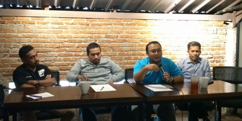 Diskusi bertema Potensi Konflik dan Pelanggaran Menjelang Kampanye Rapat Umum yang digelar Kode Inisiatif di Jalan Wahid Hasyim, Minggu (10/3/2019). Pembicara diskusi ini adalah Ketua Kode Inisiatif Veri Junaidi (kaos biru), pakar hukum tata negara Khairul Fahmi (paling kanan), dan Manajer Pemantauan JPPR Alwan Ola (paling kiri).