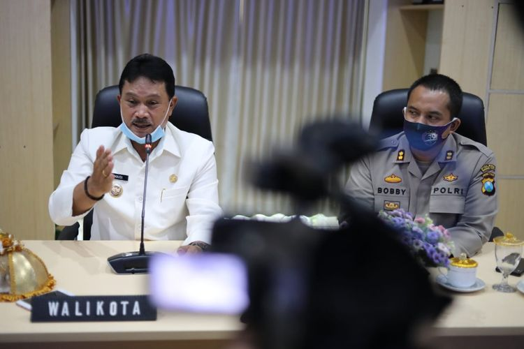 Wali Kota Madiun, Maidi sedang menyampaikan hal terkait persiapan rapid test dan new normal di bidang pendidikan di Kota Madiun, Kamis (28/05/2020).