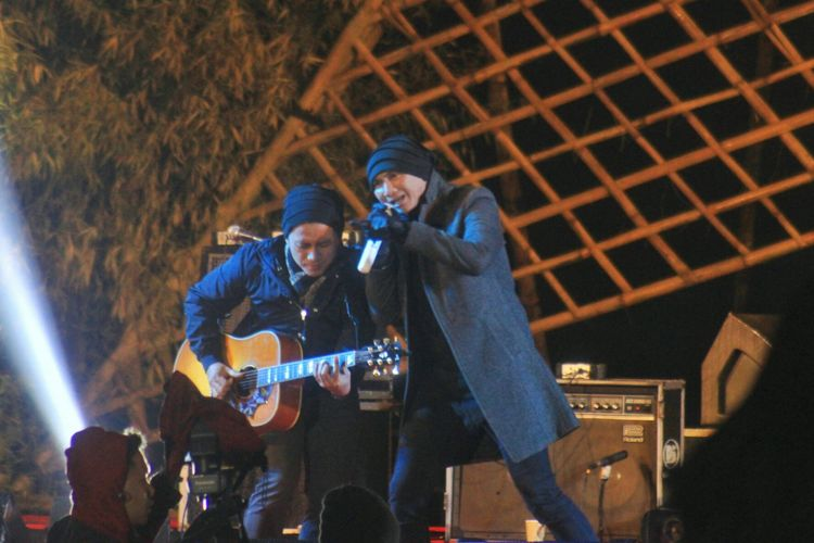 Anji Manji saat berada di atas panggung Jazz Atas Awan, Dieng Culture Festival, Jumat (4/8/2017).