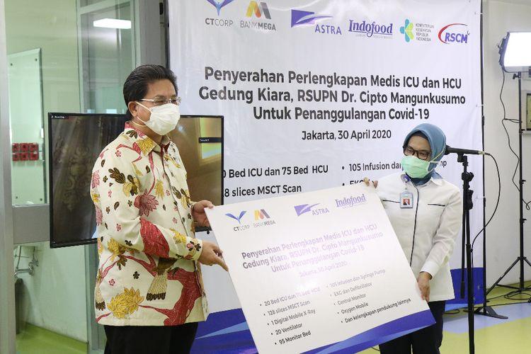 CT Corp, Astra International, dan Indofood Sukses Makmur menyalurkan bantuan perlengkapan medis ke RSCM, Jakarta, Kamis (30/4/2020).