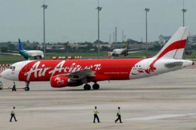 Pesawat AirAsia di Bandara Soekarno-Hatta, 28 Desember 2014. Pesawat AirAsia QZ8501 yang mengangkut 155 penumpang serta 7 awak, hilang kontak pada Minggu pagi, saat penerbangan dari Surabaya menuju Singapura.