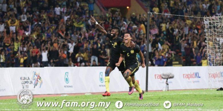 Thanabalan Nadarajah (kiri) melakukan selebrasi setelah mencetak gol dalam pertandingan SEA Games 2017.