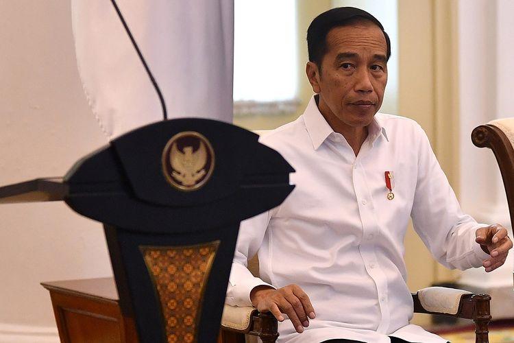 Presiden Joko Widodo tiba untuk memimpin Sidang Kabinet Paripurna di Istana Bogor, Jawa Barat, Selasa (11/2/2020). Sidang kabinet tersebut membahas Antisipasi Dampak Perekonomian Global. ANTARA FOTO/Sigid Kurniawan/hp.