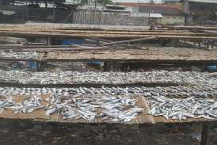 Suasana di perkampungan nelayan di Muara Angke, Jakarta Utara.