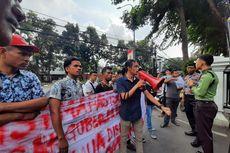 Masuk ke Halaman, Demonstran dan Pamdal Balai Kota Nyaris Adu Jotos