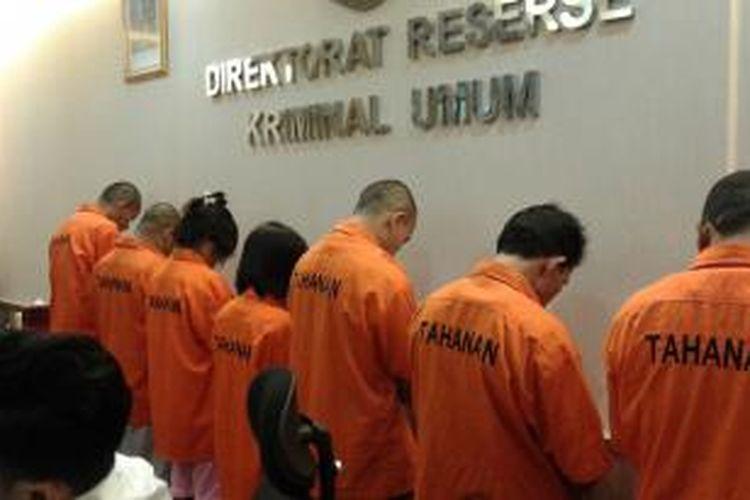 Delapan tersangka pembantu gadungan yang ditangkap oleh tim Subdit Jatanras dan Resmob Direktorat Reserse Kriminal Umum Polda Metro Jaya, Selasa (28/10/2014).