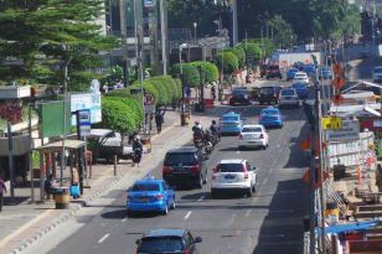 Sepeda motor terlihat melintas di Jalan MH Thamrin, Jakarta Pusat. Rabu (18/3/2015).