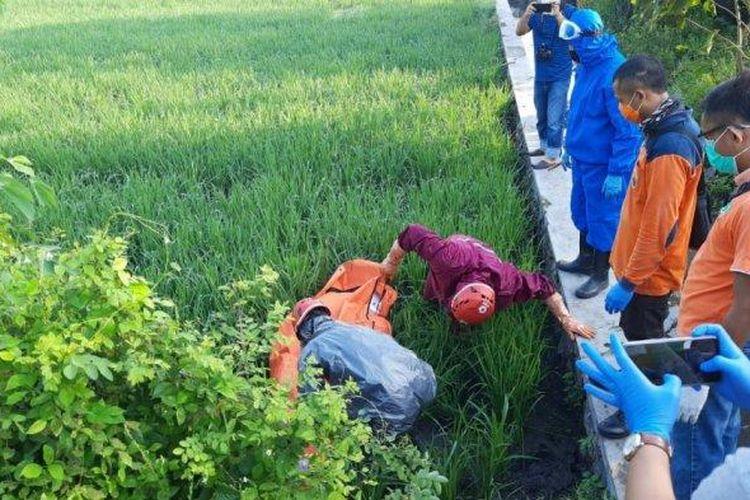 Seorang petani ditemukan meninggal dunia di area persawahannya ring road utara Kampung Klumutan, RT 01 Kelurahan Sine, Jumat (8/5/2020).
