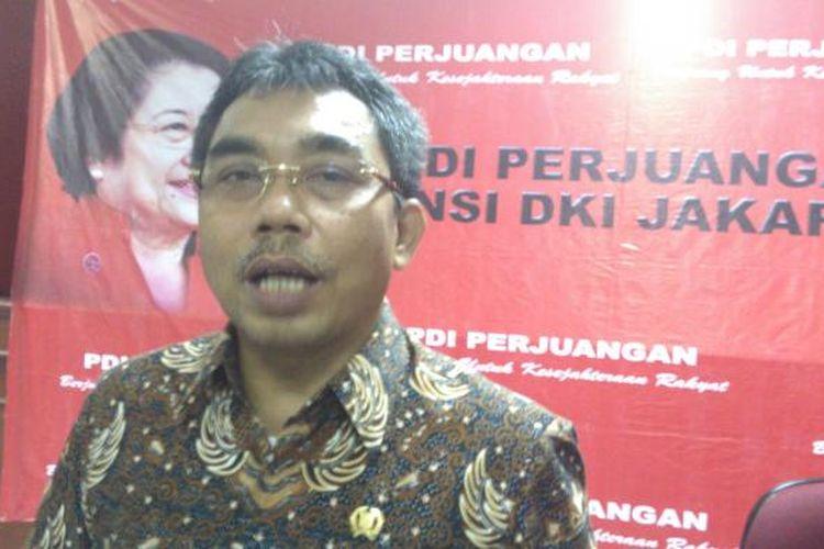 Wakil Ketua Badan Pemenangan Pemilu DPD PDI Perjuangan Gembong Warsono, di kantor DPD PDI Perjuangan DKI, di Tebet, Jakarta Selatan, Rabu (20/4/2016).