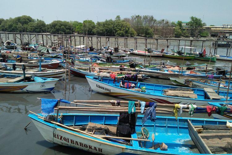 Deretan perahu nelayan yang tengah sandar di sekitar Balai Cilik di Kelurahan Lumpur, Kecamatan/Kabupaten Gresik.