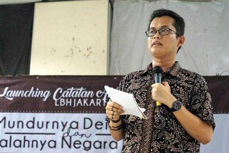 Direktur LBH Jakarta Alghiffari Aqsa saat peluncuran Catatan Akhir Tahun 2016 LBH Jakarta, di kantor LBH Jakarta, Menteng, Jakarta Pusat, Sabtu (17/12/2016).