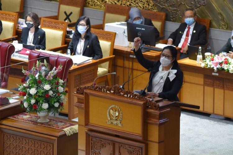 Ketua DPR RI Dr. (H.C.) Puan Maharani saat berpidato membuka Masa Persidangan IV Tahun Sidang 2020-2021 di Rapat Paripurna DPR RI, Senin (8/3/2021).