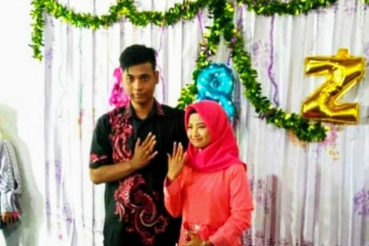 Tangkapan layar foto-foto Ponari meminang calon istrinya yang dipublikasikan melalui laman jejaring sosial facebook.