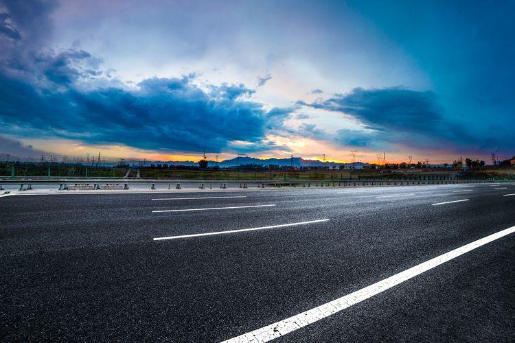 Ilustrasi jalan raya.