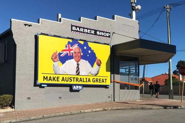 Iklan Clive Palmer di sebuah bangunan di Perth. (ABC News/Jessica Strutt)