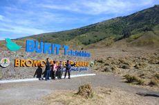 Menuai Protes, TNBTS Pertahankan Tugu Nama di Gunung Bromo