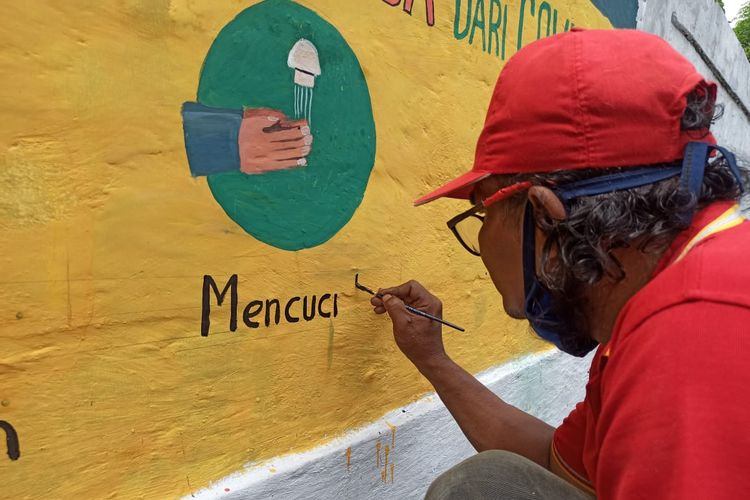 Kelurahan Pengadegan, Kecamatan Pancoran, Jakarta Selatan membuat mural pencegahan virus COVID-19 di Jl. Pengadegan Timur.
