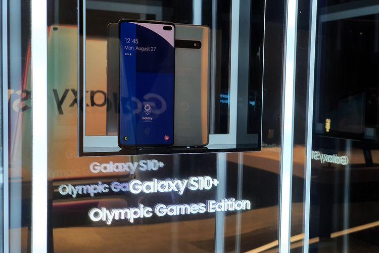Samsung juga memamerkan Galaxy S10+ edisi khusus dalam menyambut Olimpiade Tokyo 2020.