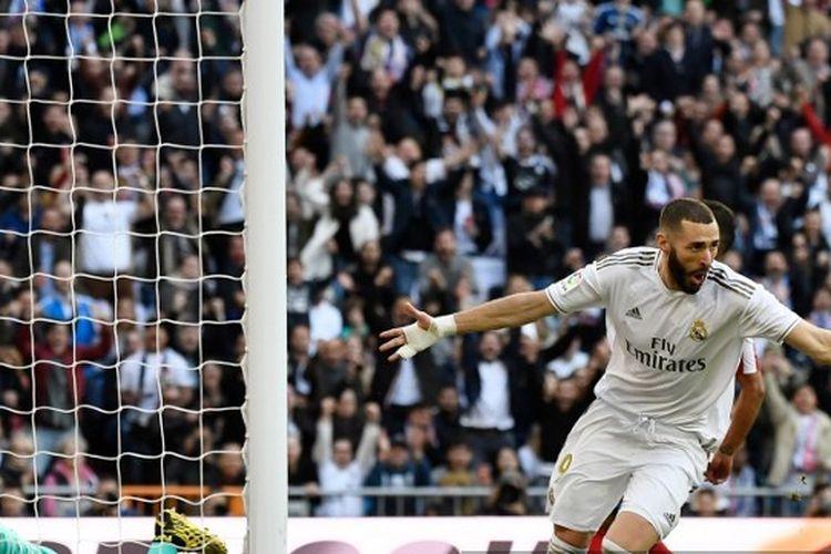 Karim Benzema merayakan golnya pada laga Real Madrid vs Atletico Madrid di Stadion Santiago Bernabeu, Sabtu (1/2/2020)