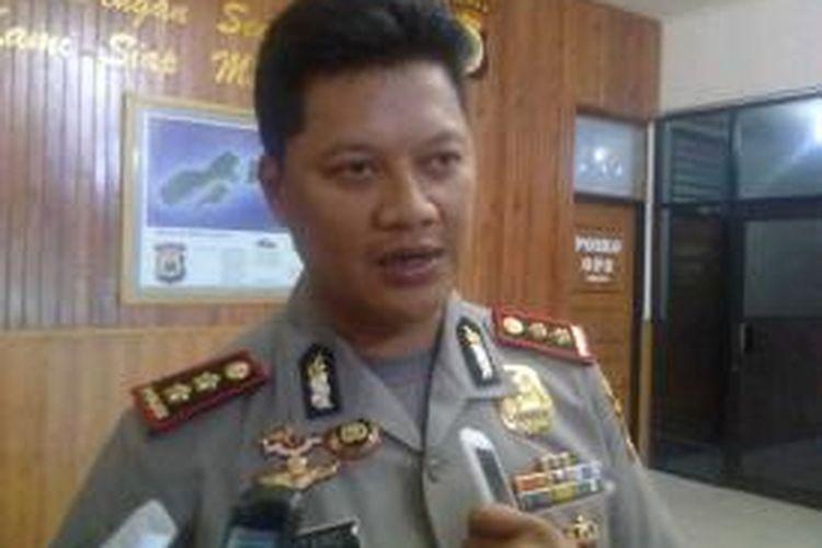 Kapolres Pulau Ambon dan Pulau-pulau Lease, AKBP Bintang Juliana saat memberikan keterangan kepada wartawan di Kantor Polres Ambon, Kamis (19/9/2013).