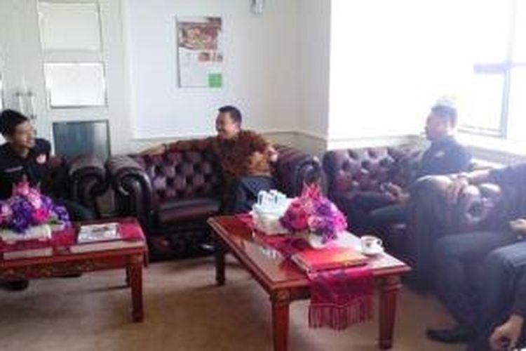 Bambang Pamungkas memimpin rombongan APPI bertemu Menpora Imam Nahrawi