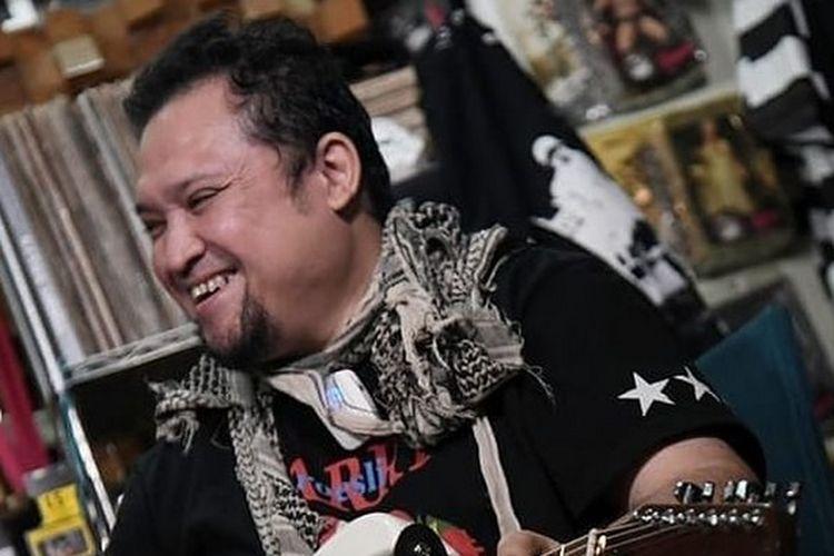 Mantan gitaris band GIGI, Aria Baron.