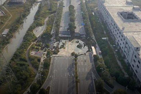 Jalan Ambles di China, 8 Tewas dan 3 Masih Hilang