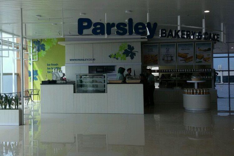 Beberapa stan juga sudah memajang koleksinya di ruang tunggu bandara seperti Periplus, Port Mart, Prasley Bakery juga Galeri Jogja.