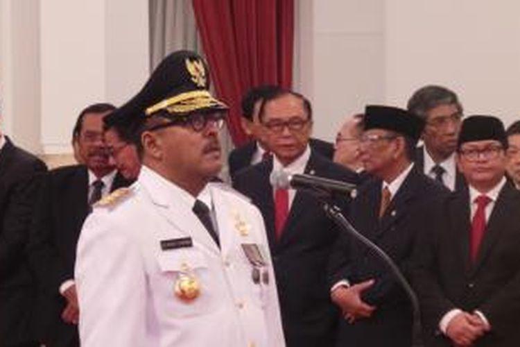 Rano Karno saat dilantik menjadi Gubernur Banten di Istana Negara, Jakarta, Rabu (12/8/2015).