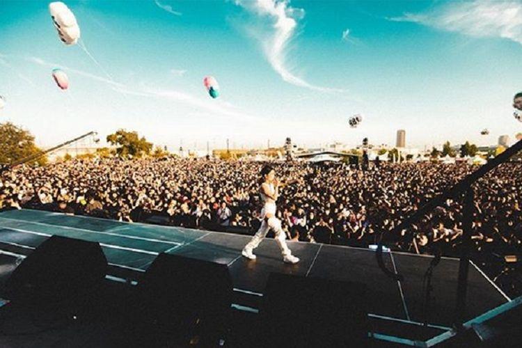 Penyanyi asal Indonesia, Niki Zefanya saat tampil di Head in the Clouds Festival 2019 di Los Angeles pada Sabtu (17/8/2019).