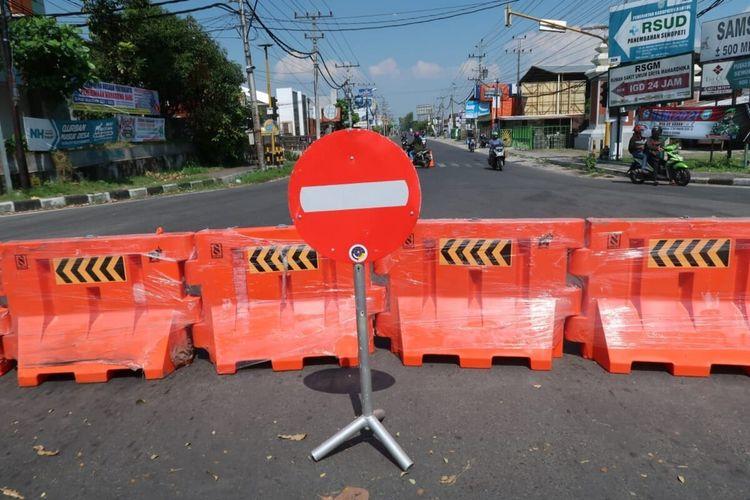 Rambu di Jalan Parangtritis, Bantul