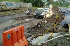Jalan Bandung-Cirebon Ambles 50 Meter, Polisi Berlakukan Buka Tutup