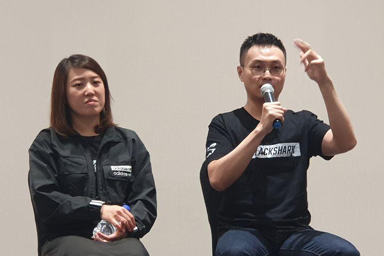 Vice President Marketing of Black Shark Global, Yang Sun (kiri) dan Product Marketing Head of Black Shark Global, Lei Shi (kanan) saat menjawab pertanyaan wartawan usai acara peluncuran ponsel gaming Black Shark 2 Pro di Malaysia, Selasa (3/9/2019).