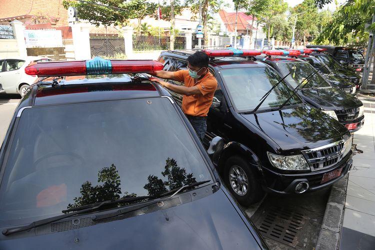 Sejumlah kendaraan dinas milik beberapa organisasi perangkat daerah (OPD) di lingkup Pemerintah Kota Surabaya diubah menjadi mobil jenazah.