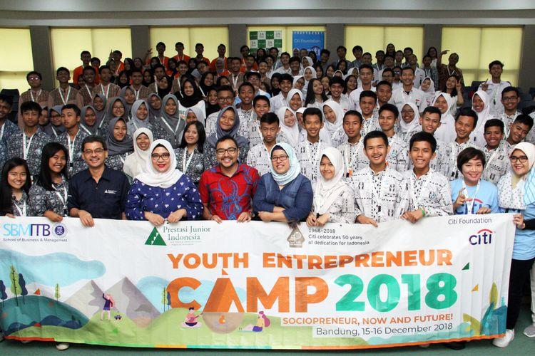 Lebih dari 500 pelajar SMA dan SMK di 5 kota di Indonesia (Jakarta, Bandung, Semarang, Surabaya dan Denpasar) berkesempatan mengikuti kegiatan pembekalan kewirausahaan Youth Entrepreneur Camp dari Citibank (15/12/2018 - 4/1/2019).