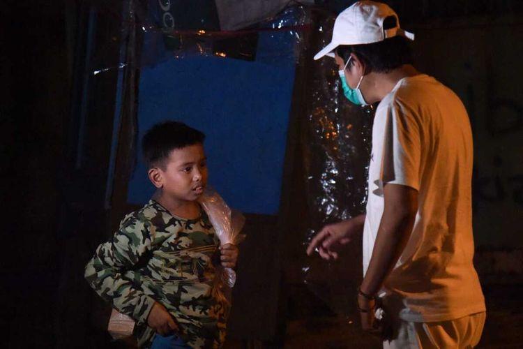 Wakil Ketua Komisi IV DPR RI Dedi Mulyadi menjumpai seorang anak pemulung berna Caswara.