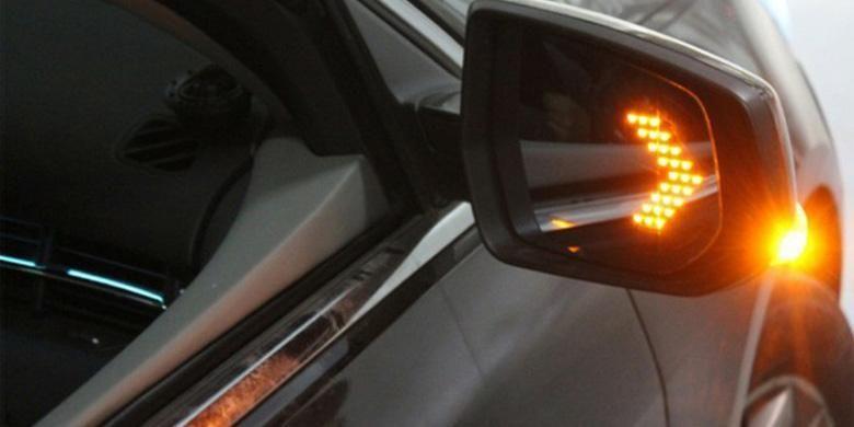 Lampu LED untuk kaca spion yang dipasang di balik cermin.