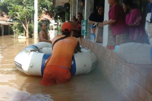 Kali Krukut Meluap, Pengungsi Banjir di Bangka dan Cilandak Timur Dapat Bantuan Makanan